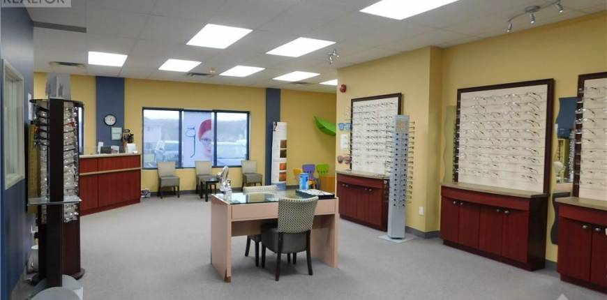 2911 LAURIER STREET UNIT#100, ROCKLAND, Ontario, Canada K4K1A3, Register to View ,For Lease,1220164