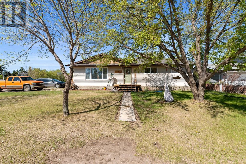 302 1 Street E, Lashburn, Saskatchewan, Canada S0M1H0, 5 Bedrooms Bedrooms, Register to View ,3 BathroomsBathrooms,House,For Sale,1,A1085606